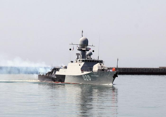 Rusiyanın hərbi gəmiləri Bakıya gəlib - VİDEO