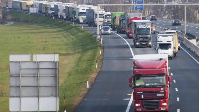 Lkw-Blockabfertigungen und Pkw-Fahrverbote bleiben