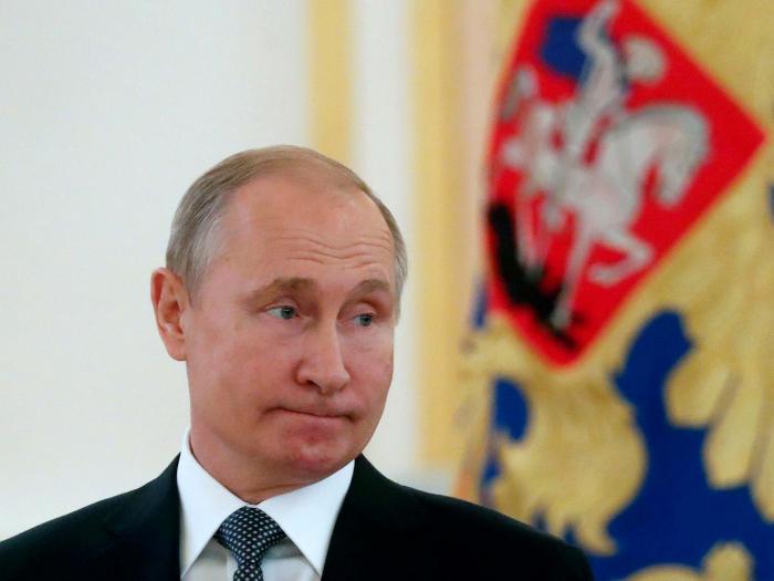 Putin signs bill to suspend Russia