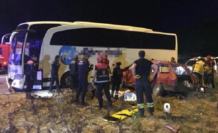 Avtobus və avtomobil toqquşub: 3 ölü, 2 yaralı