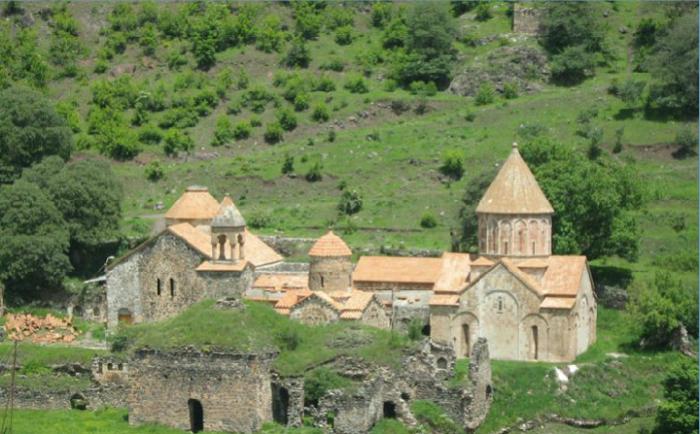 Les principaux caractèristiques des temples chrétiens au Karabakh