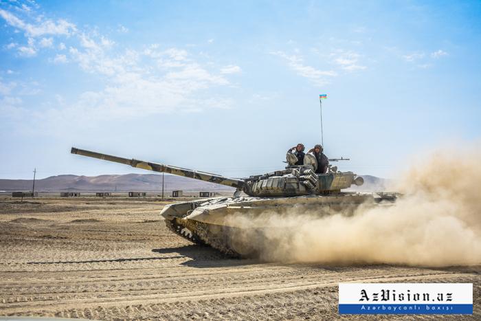 """Tanquistas azerbaiyanos ensayan para los """"Juegos de Ejército-2019""""-  Fotos"""