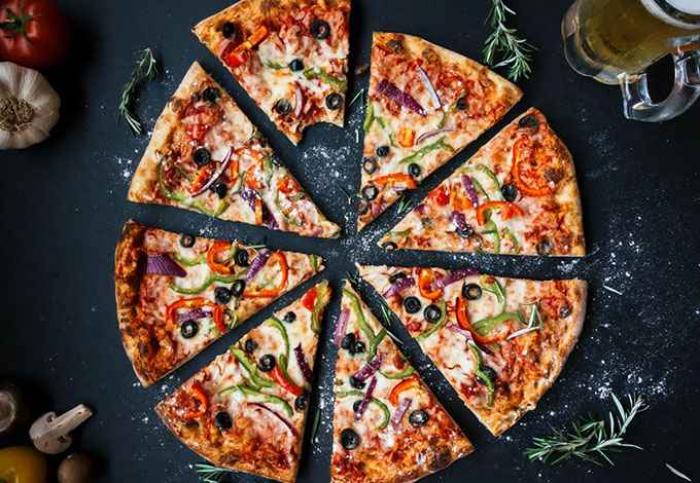 Domino's ouvre ses premiers restaurants qui n'acceptent pas l'argent liquide