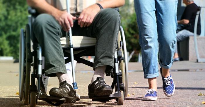 Un maire se fait passer pour un handicapé pour tester l