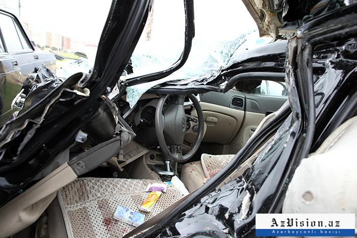 Qazaxda avtomobil ağaca çırpılıb