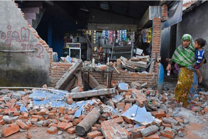 Indonésie:   un violent séisme fait un mort et détruit des centaines de maisons
