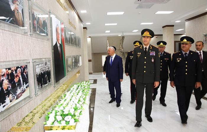 Vilayət Eyvazov yeni inzibati binanın açılışında