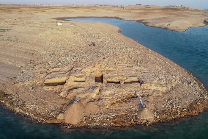 Un palace vieux de 3.400 ans émerge des eaux en Irak