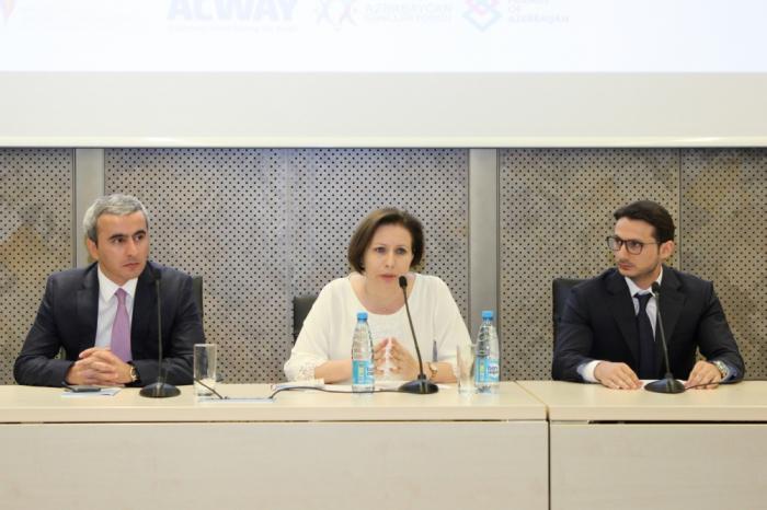 En el marco del Foro Intercultural de la Juventud de Bakú 2019 se celebran las sesiones plenarias