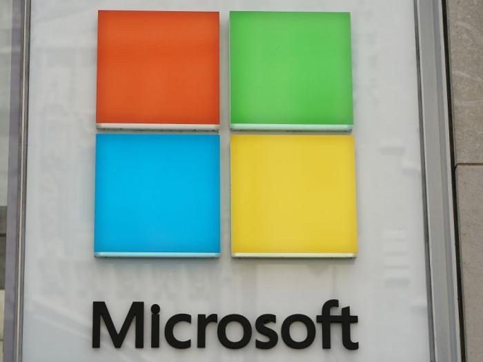 Microsoft bat les attentes mais la croissance d