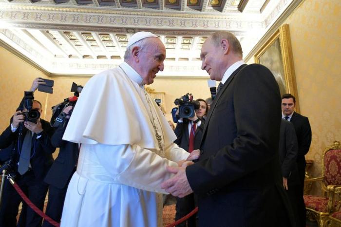 Putin Roma Papasına film hədiyyə etdi - VİDEO