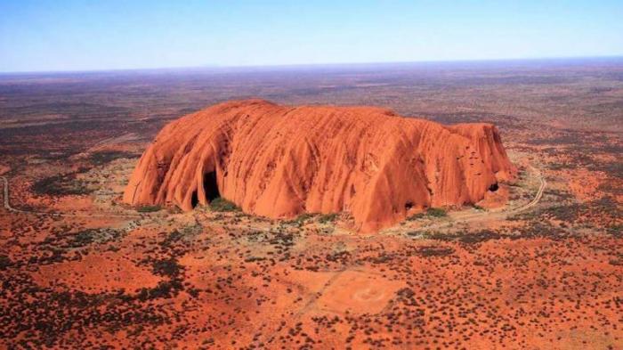 Australie: Les touristes se ruent sur le rocher Uluru avant sa fermeture en octobre