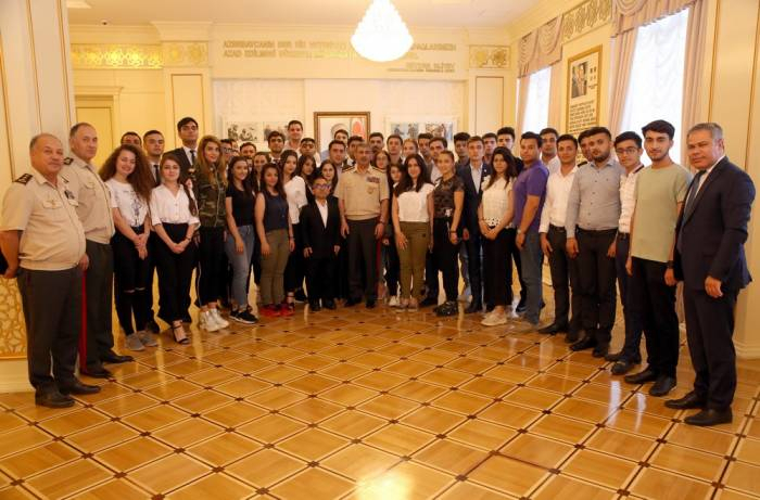 Azerbaijan Defense Minister meets with participants of Young Leaders Program -   VIDEO