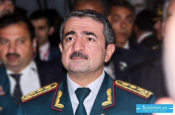 Le colonel-général Eltchin Gouliyev a renduvisite au soldat blessé par un tir arménien -   VIDEO