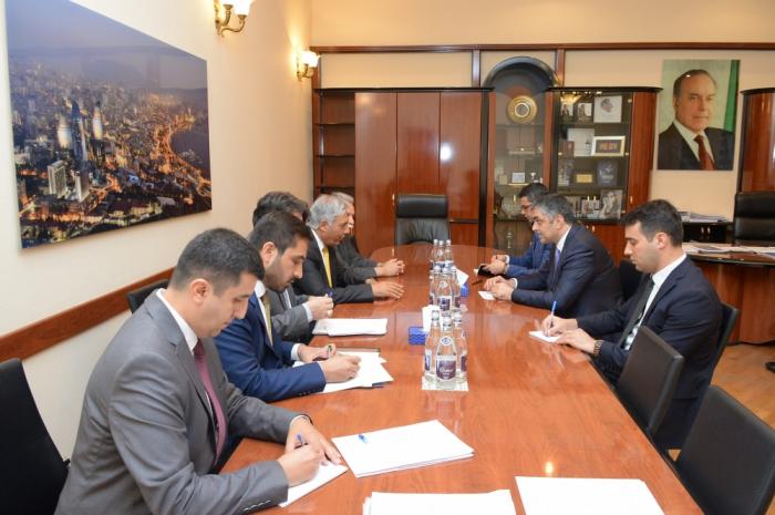 Azerbaiyán y Afganistán analizan la cooperación en materia de transporte y TIC
