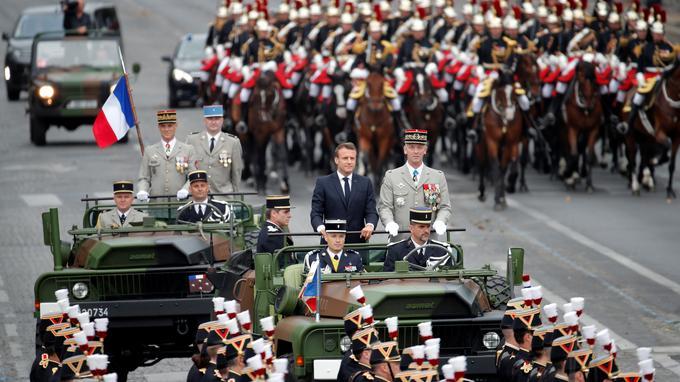 14-Juillet : Macron sifflé au début du défilé, 152 personnes interpellées