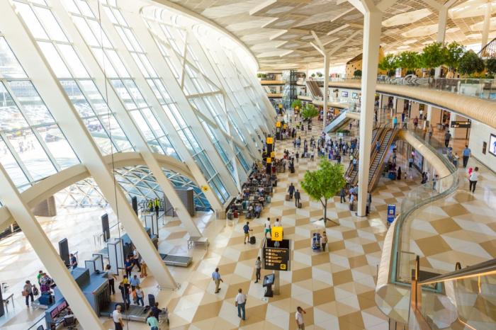 Los aeropuertos internacionales de Azerbaiyán sirvieron a 2,4 millones de pasajeros en el primer semestre de 2019
