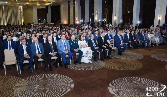 Evento dedicado al 50º aniversario de la llegada del líder nacional Heydar Aliyev al poder político