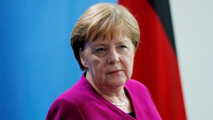 Merkel İranın tərəfini saxladı
