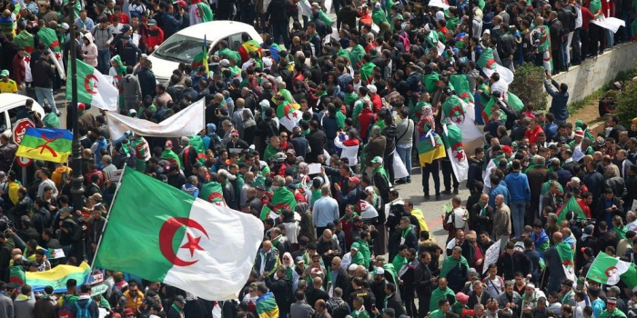 Les Algériens de nouveau dans la rue contre le régime