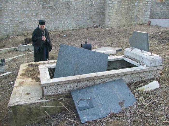 Kosovo : des tombes orthodoxes vandalisées, Belgrade dénonce «l
