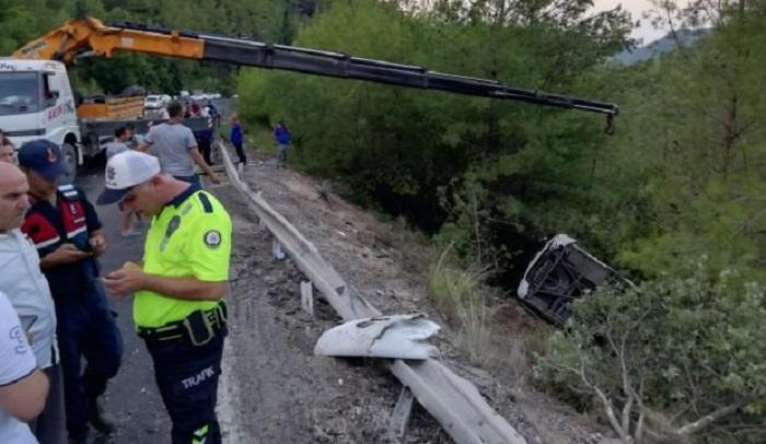 Türkiyədə turist avtobusu aşıb - 20 yaralı