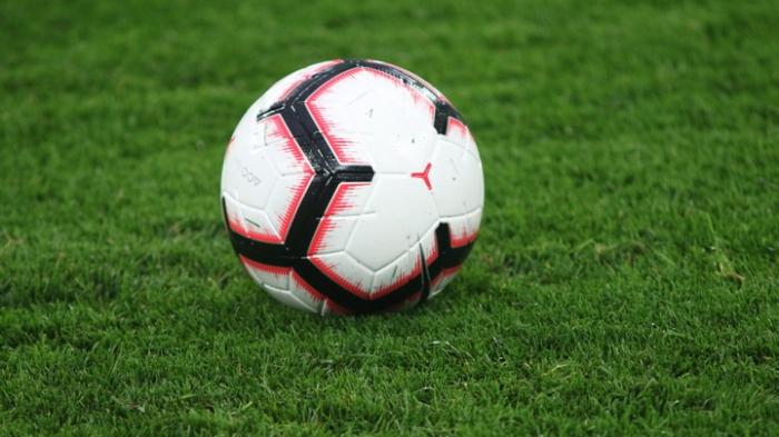 17 yaşlı futbolçu stadionda öldü