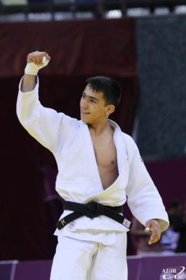 Turan Bayramov obtiene el oro en el FOJE