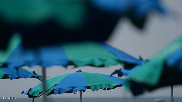 """مظلة تقتل فتى """"بطريقة بشعة"""" على الشاطئ"""