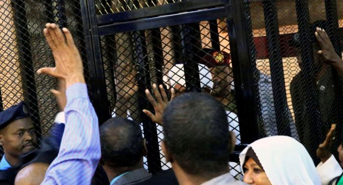 رفع جلسة محاكمة البشير واستئنافها في 31 أغسطس