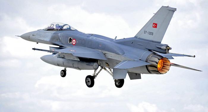 """الدفاع التركية: طائراتنا استهدفت مخابئ """"حزب العمال الكردستاني"""" في العراق"""