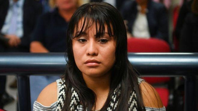 """محكمة في السلفادور تحكم ببراءة امرأة """"أنجبت في مرحاض"""""""