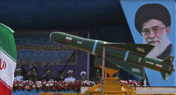 إيران تزيح الستار عن منظومة صاروخية جديدة