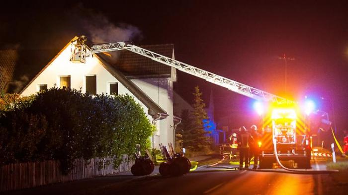 Feuer in zwei Flüchtlingsheimen
