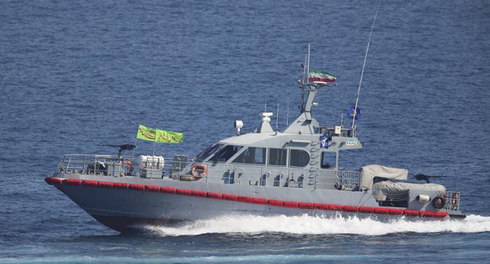 قائد بحرية الحرس الثوري: وجود الولايات المتحدة وبريطانيا في منطقة الخليج يجلب التوتر