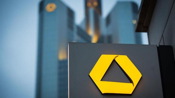 Bund prüft Commerzbank-Beteiligung