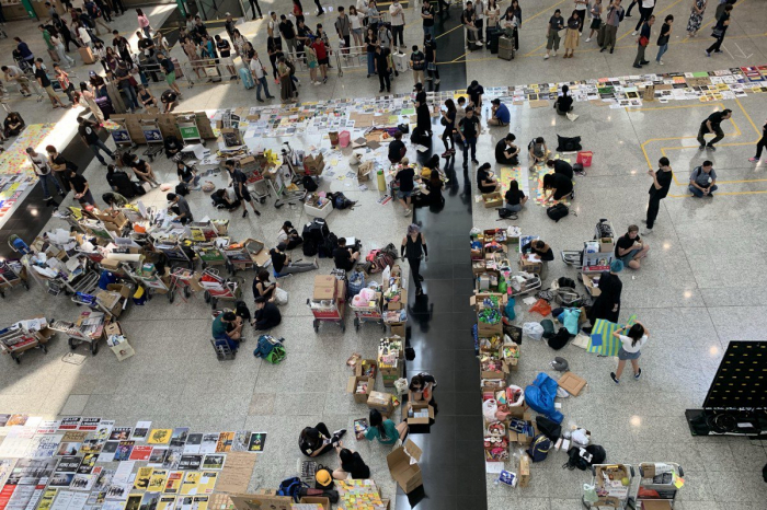 Hong Kong airport protest continues for third day