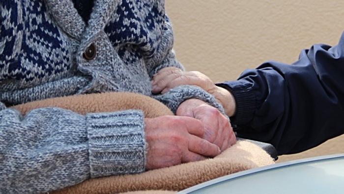 EE.UU.: Demandan a un hogar de ancianos por las burlas de dos empleados a una anciana en las redes