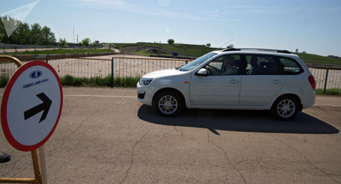 Convierten un Lada en un coche fúnebre autónomo