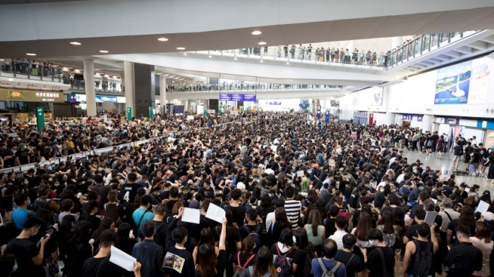 Hongkonger Airport streicht wegen Protesten alle Flüge
