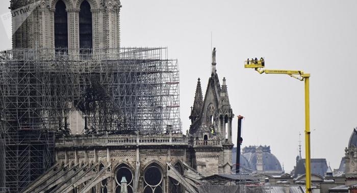 Descontaminan de plomo los alrededores de Notre Dame de París