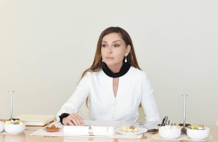 Mehriban Aliyeva, galardonada con la Orden de la Amistad de Rusia