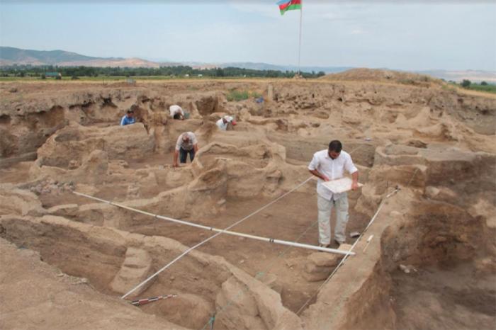 Arqueólogos azerbaiyanos y franceses estudian monumentos del Neolítico