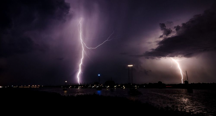Seltsame Erscheinung:   48 Blitzeinschläge am Nordpol an einem Tag