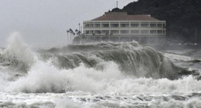 Al menos un muerto y 49 heridos por el tifón Krosa que azota Japón