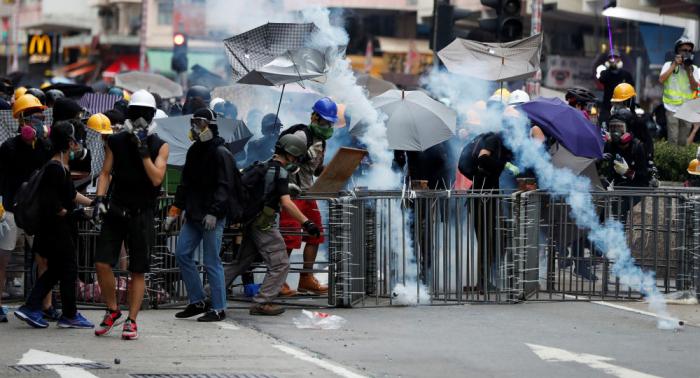 El hombre más rico de Hong Kong pide a los manifestantes detener la violencia