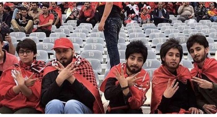 """Futbola baxan """"saqqallı"""" qızlar saxlanıldı"""