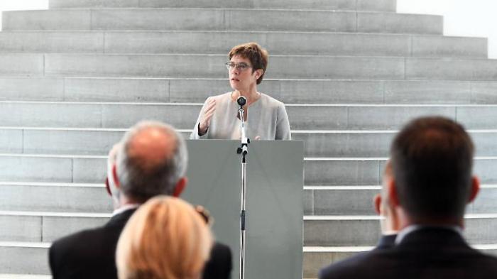 CDU-Chefin erwägt Rauswurf von Maaßen