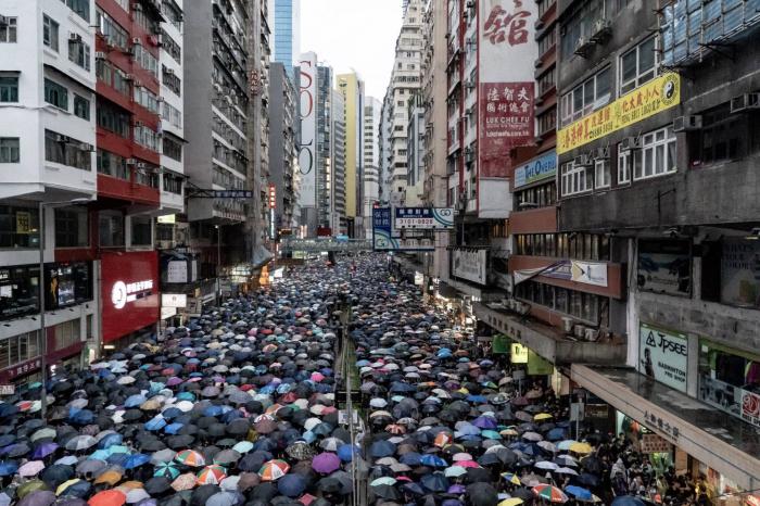 Twitter y Facebook dicen que China utilizó sus servicios para desacreditar a los manifestantes en Hong Kong