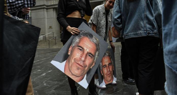 Clinton-Freund und Zuhälter der Eliten: Warum Epstein starb